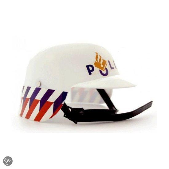Nederlandse politie helm in Makkum