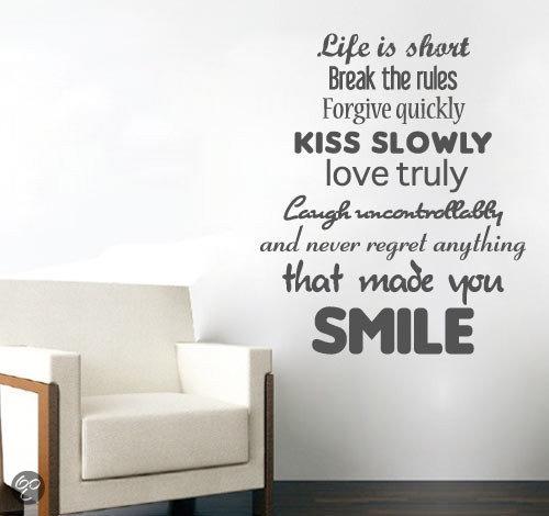 svejo living muurtekst 39 39 never regret anything that made you smile 39 39. Black Bedroom Furniture Sets. Home Design Ideas
