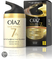 Olaz Total Effects Touch of Foundation SPF 15 - Medium - Dagcrème 50 ml