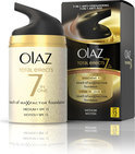 Olaz Total Effects Touch of Foundation SPF 15 - Medium - Dagcrème