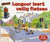 Langoor leert veilig fietsen
