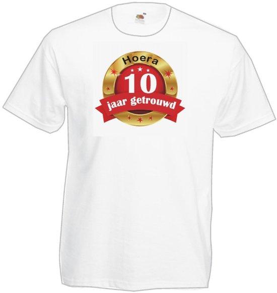 Mijncadeautje Heren T-shirt Hoera 10 jaar getrouwd wit (maat XXL) in Baakwoning