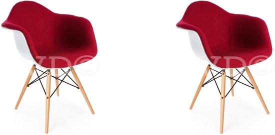 Set van 2 stoelen met witte kuip en bekleed met rode stof de prijs is per 2 stoelen - Witte meubels en rode ...