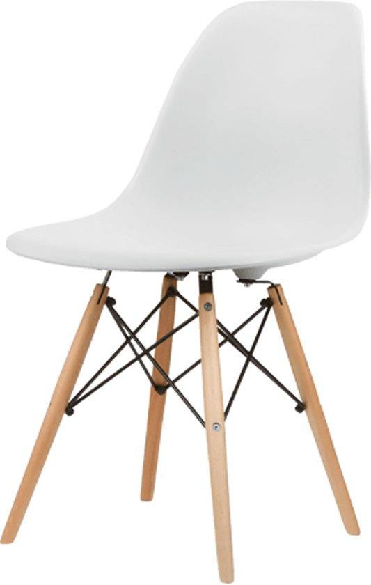 Eetkamerstoelen eames kuip stoel set van 4 for Design eetkamerstoelen eames