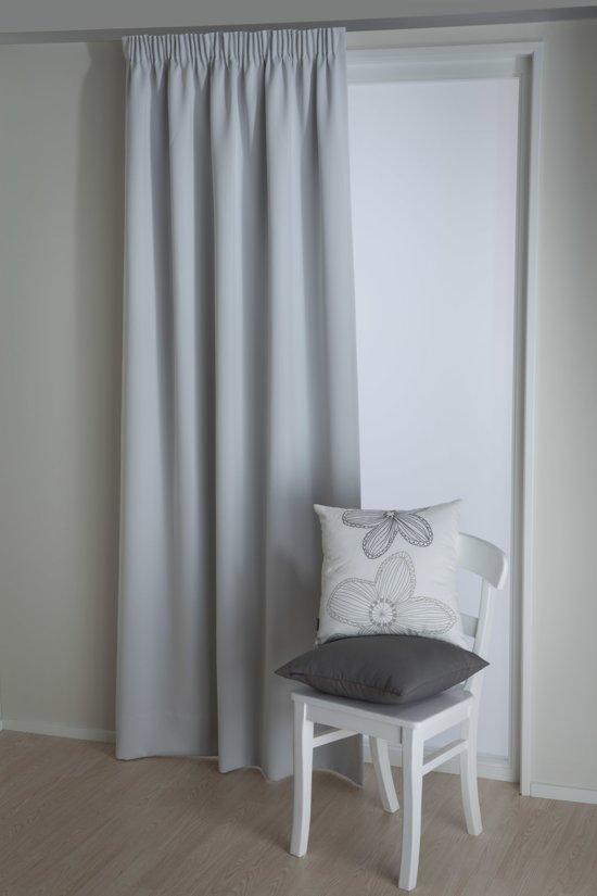 Okee soleo kant en klaar gordijn lichtgrijs for Verduisterende gordijnen slaapkamer