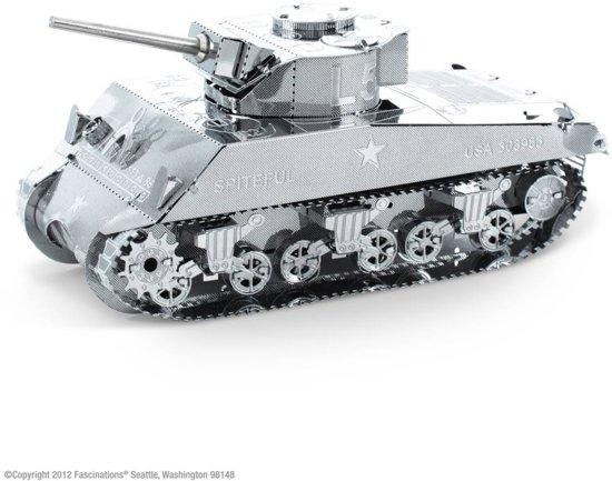 Metal Earth Sherman Tank in Cornesse