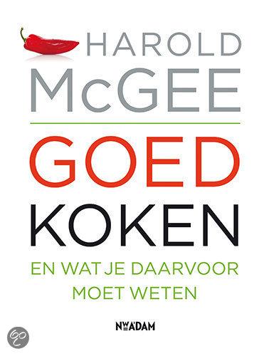 Meneer leest een boek: Goed Koken van Harold McGee