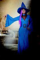 Heks Maia met hoed en riem turqoise