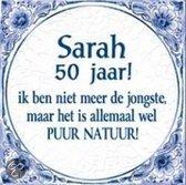 Delfts Blauwe Spreukentegel - Sarah 50 jaar! ik ben niet meer de jongste, maar het ...