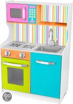 Kinderkeuken in felle kleuren