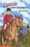 Floortje leert ponyrijden