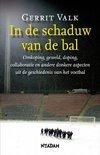 Gerrit Valk boek In de schaduw van de bal Hardcover 38122632
