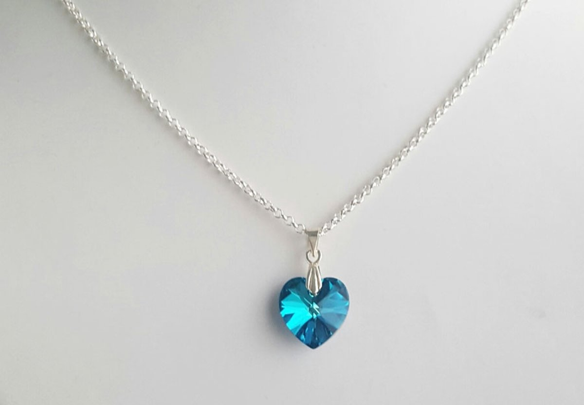 Swarovski hartje blue aan verzilverde ketting - geschenk dame - hart ketting - cadeau vriendin kopen