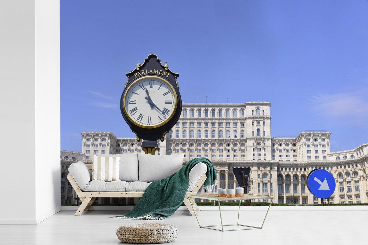Fotobehang vinyl - Het Roemeense Parlementsgebouw in Boekarest breedte 450 cm x hoogte 300 cm - Foto print op behang (in 7 formaten beschikbaar)