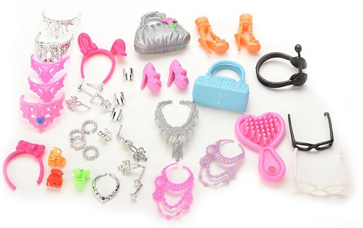 Modepoppenaccessoires set met sieraden, kroontjes, schoenen, tasjes, brillen en borstel