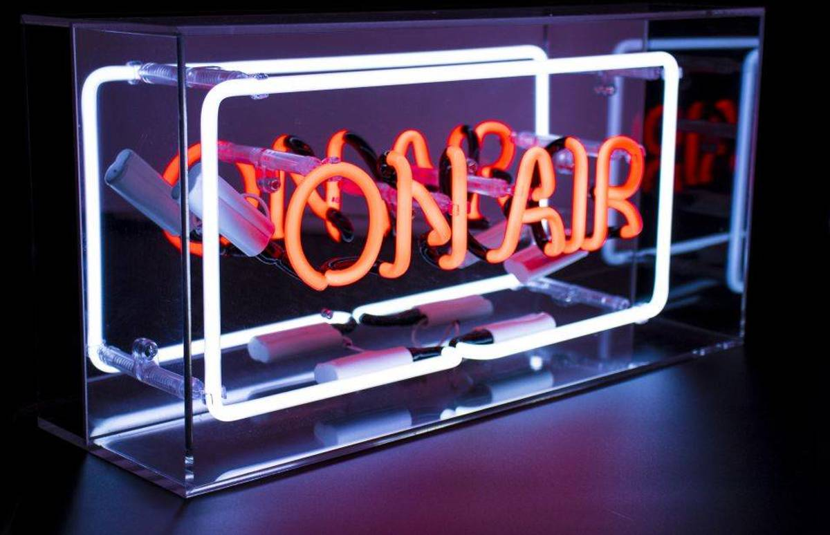 Plexi Neon Sign Box 'On Air' - Locomocean