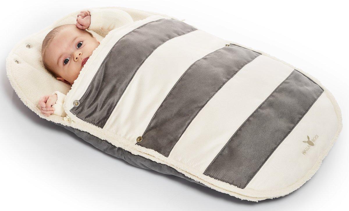 Wallaboo voetenzak - geschikt voor elke autostoel - voor 0 tot 12 maanden - Zacht imitatie suède en bont - Met capuchon en afritsbare bovenkant - Kleur: grijs kopen