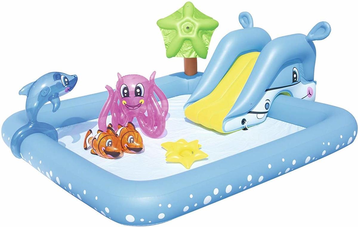 Zwembad met verschillende activiteiten met dolfijn, clown vis & octopus pool