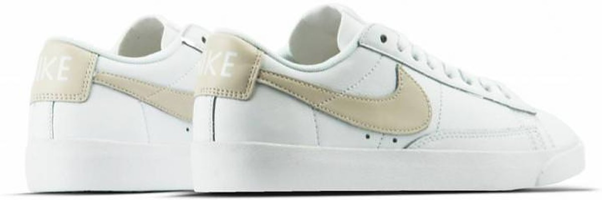 separation shoes b071c 4f1ab bol.com | Nike - Dames Sneakers W Blazer Low LE - Wit - Maat 37 1/2