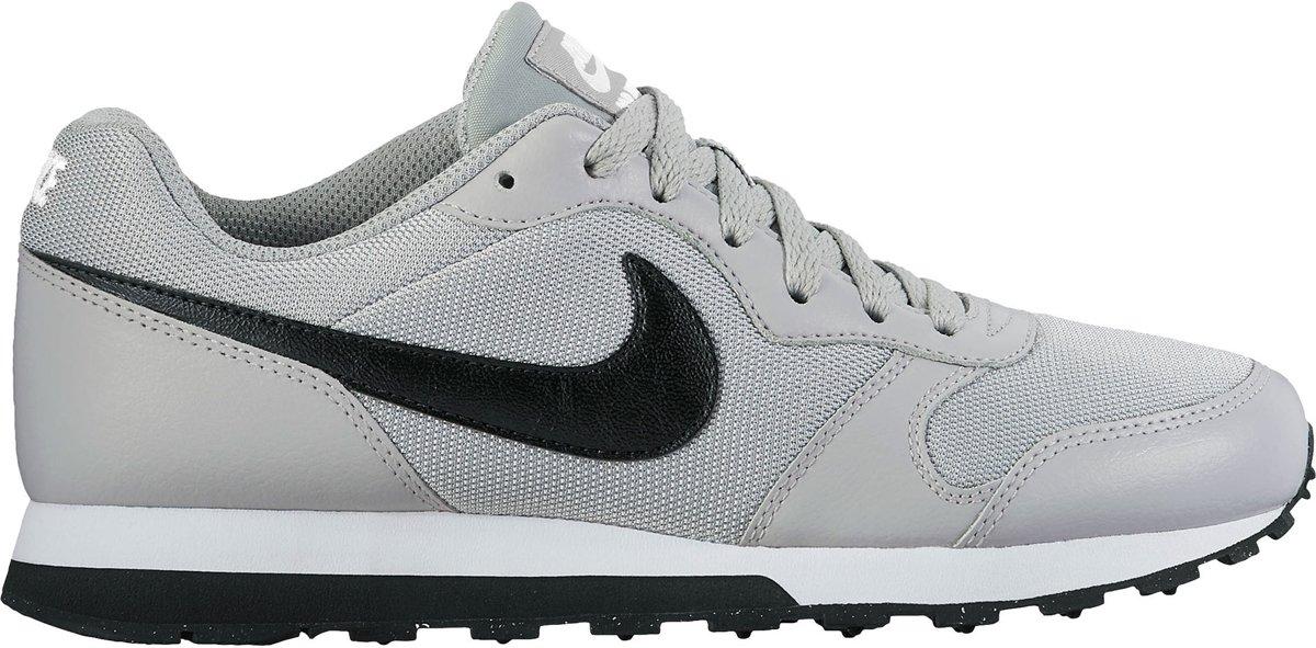 194f850fb43 bol.com | Nike MD Runner 2 BG Sneakers Kinderen - Wolf Grey/Black-White