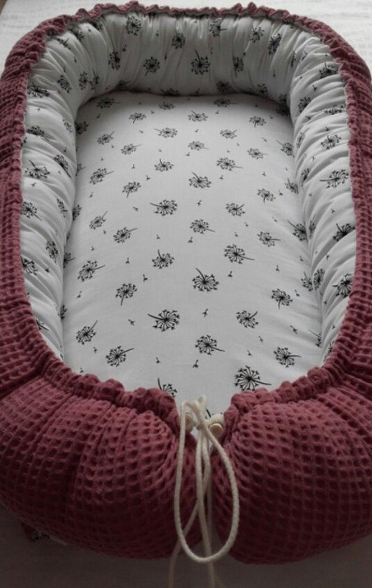 Babynestje (oud rose/pluisjes)