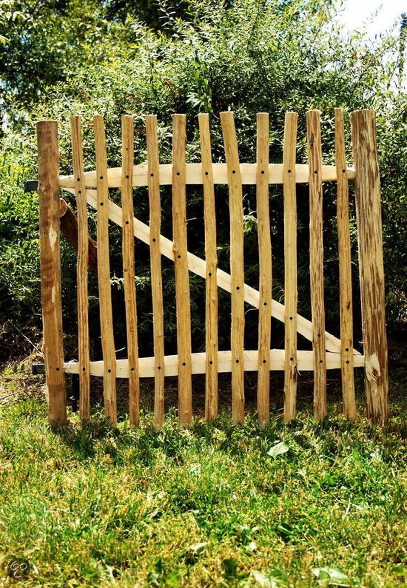 Kastanje houten poort 100x100cm inclusief palen & zwart beslag kopen