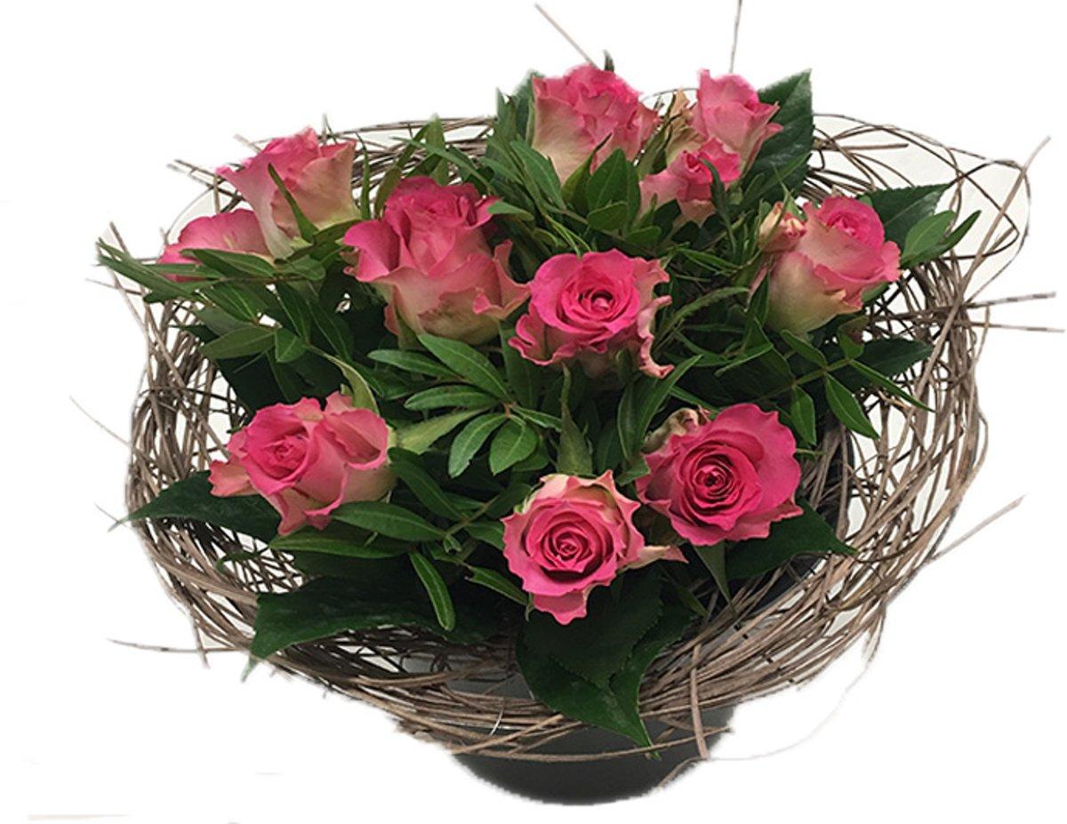 Boeketje 10 pink roosjes in riethouder kopen