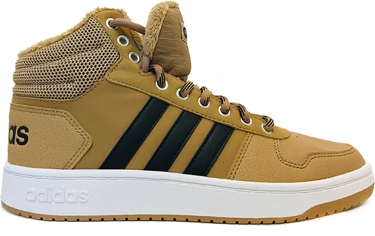 bruine sneakers adidas