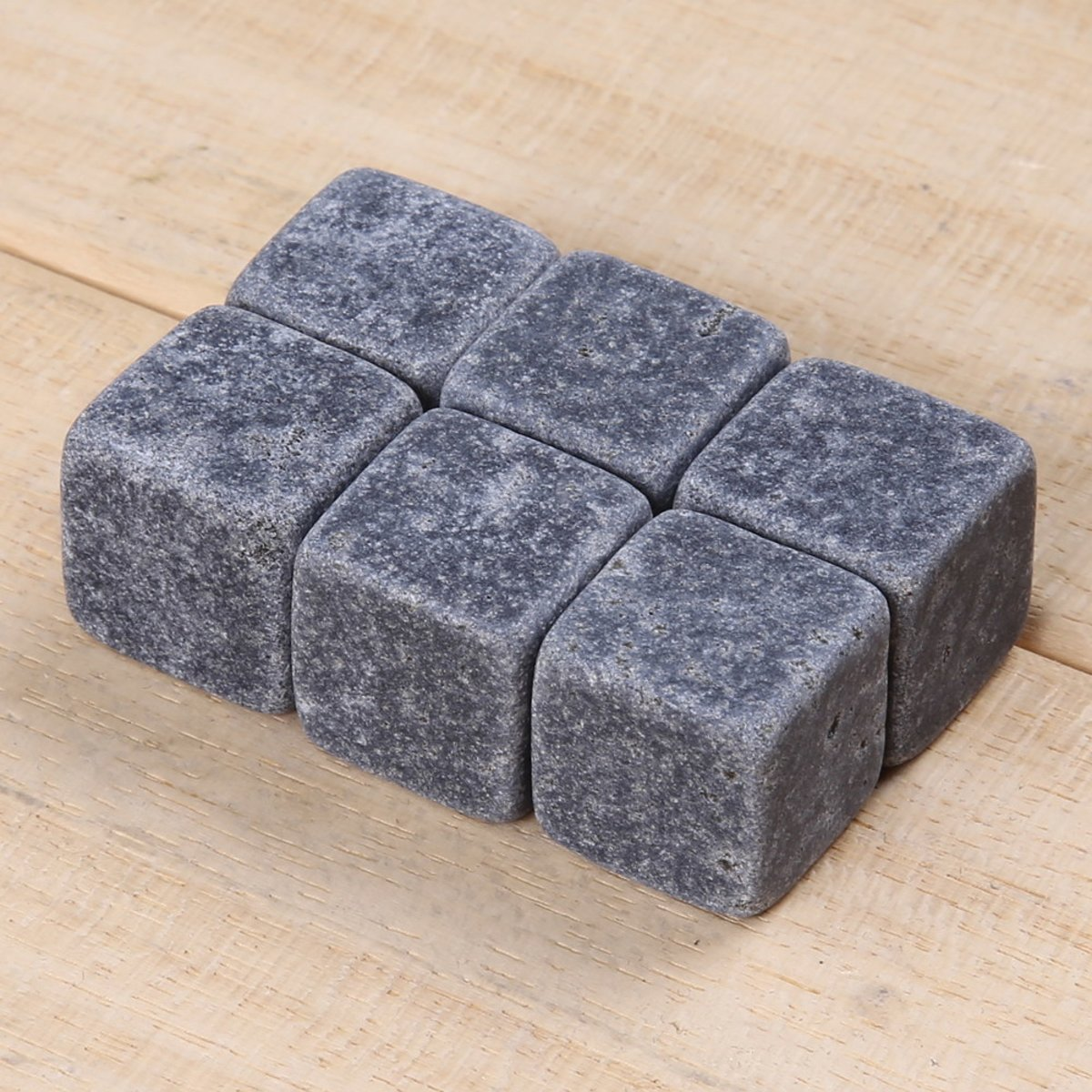 6x Handige whiskey stones / ijsstenen om uw drank cool te houden zonder dat deze verwatert kopen