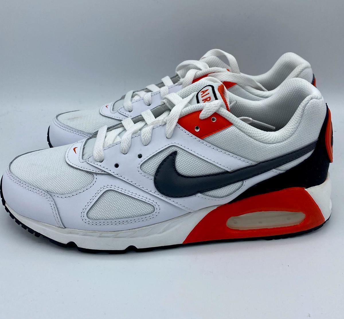 Nike Air Max Ivo Sneakers Mannen maat 41 ZwartWit
