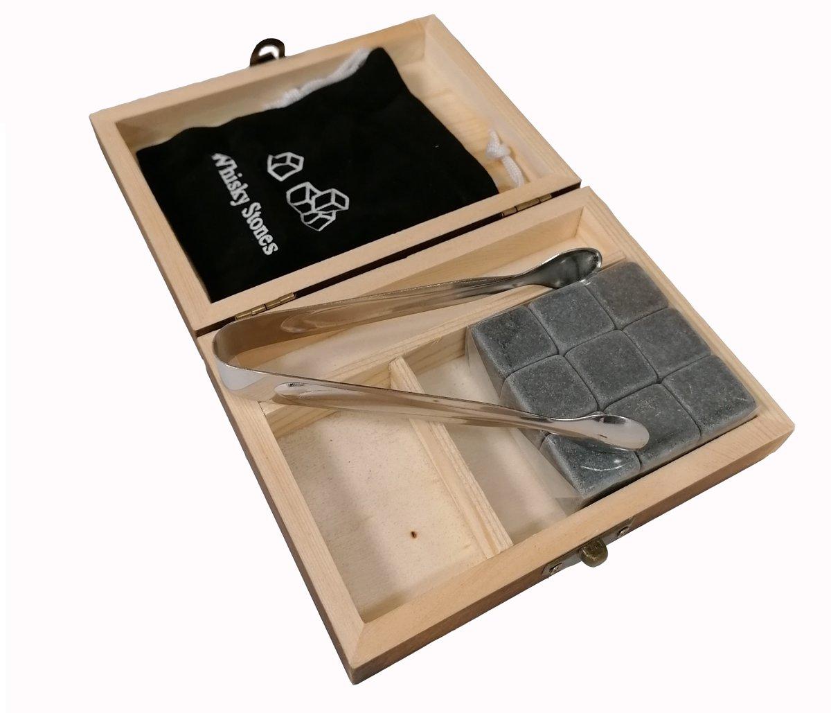 Aretica Whiskey Stones Gift box / Voor een echte whiskey on the rocks / Herbruikbare natuurstenen ijsblokjes / Ice cubes / Cadeau set in houten doosje / Ijsklontjes van steen - Set van 9 stuks kopen