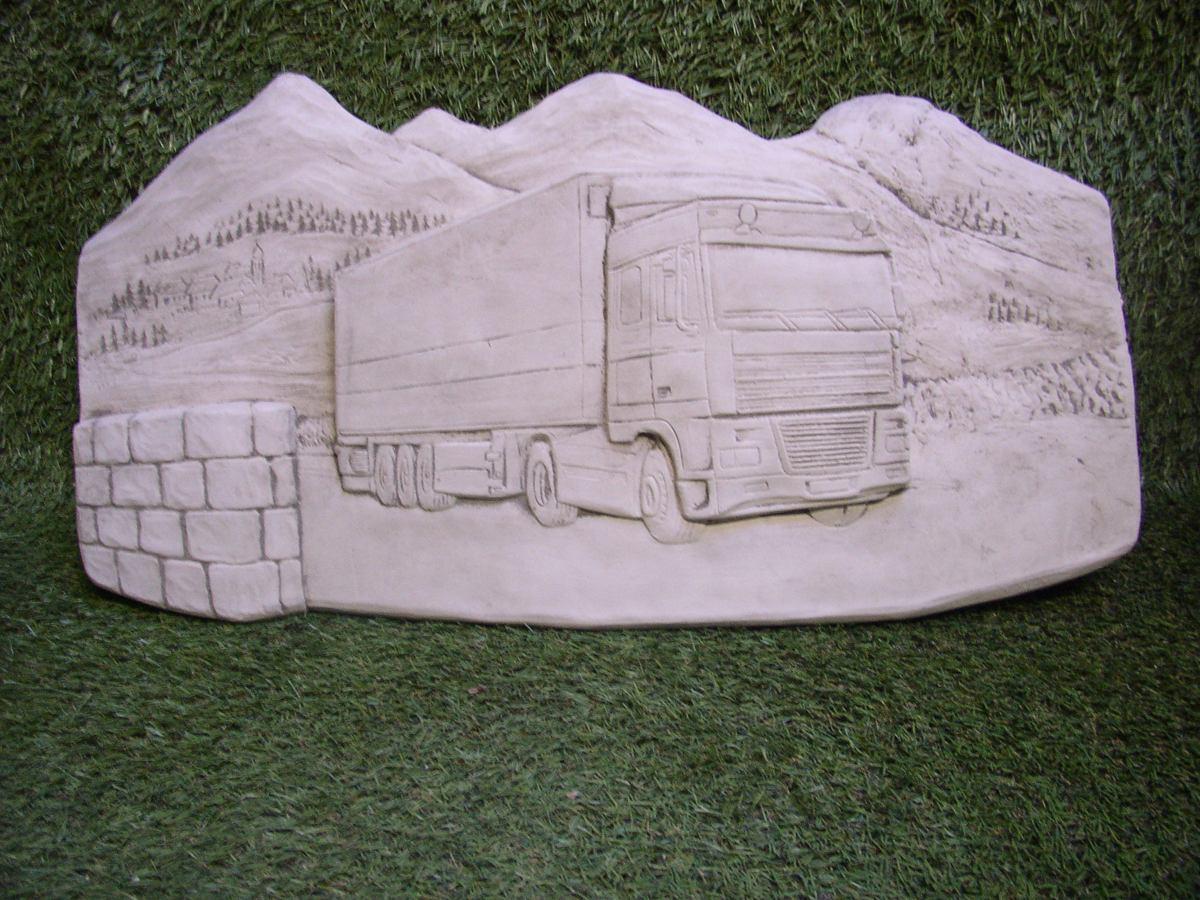 Tuinbeeld -Vrachtauto onderweg - Decoratie voor binnen / buiten