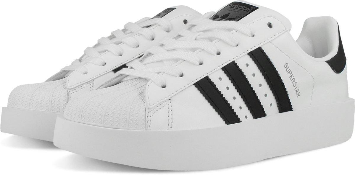 bda52a06b5a bol.com   adidas SUPERSTAR BOLD W BA7666 - schoenen-sneakers - Vrouwen - wit/zwart  - maat 38
