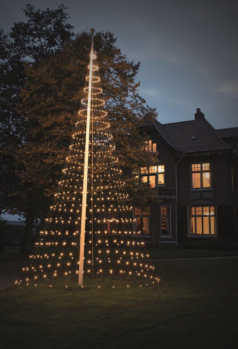 Nordik Lights - Kerstboomvorm - Vlaggenmastkerstboom - 8 meter - 640 Warmwitte LED Lampjes kopen