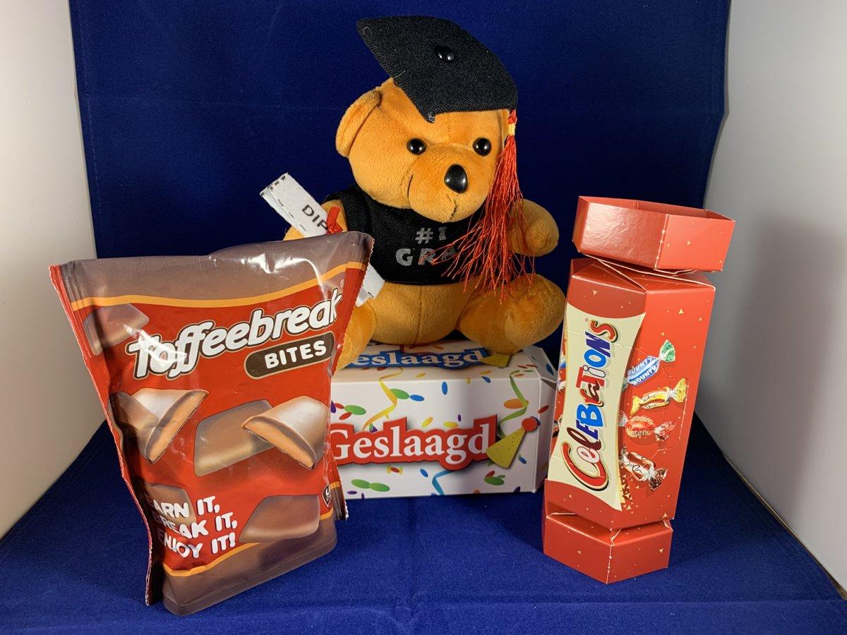 Afbeelding van product Q-Time  Valentijn pakket - Beer - Roos - een luxe Valentijn Surprise Box