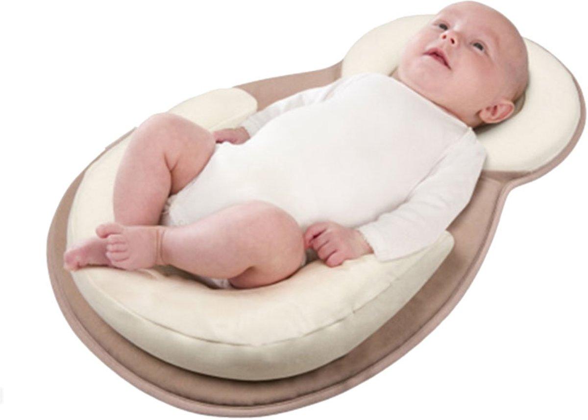 Draagbaar babybed - Babynest - Babynestje -  Baby bed - Anti rollover kussen - Baby matras - Baby slaap positie kussen - Baby bed voor het reizen - 55 x 38 cm - Creme Wit