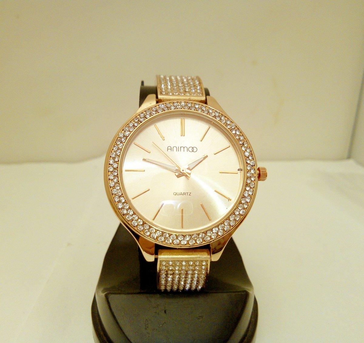 Schitterend gold plated horloge met veel strass kopen