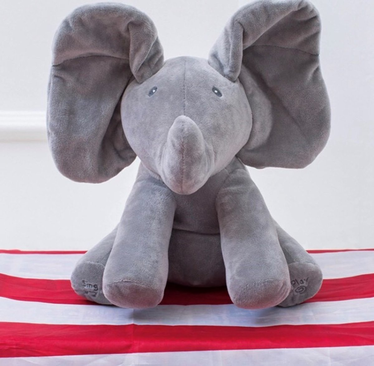 Flappy de olifant - speelt kiekeboe en zingt (Engelstalig) knuffel, olifant knuffel. Het cadeau van 2019!