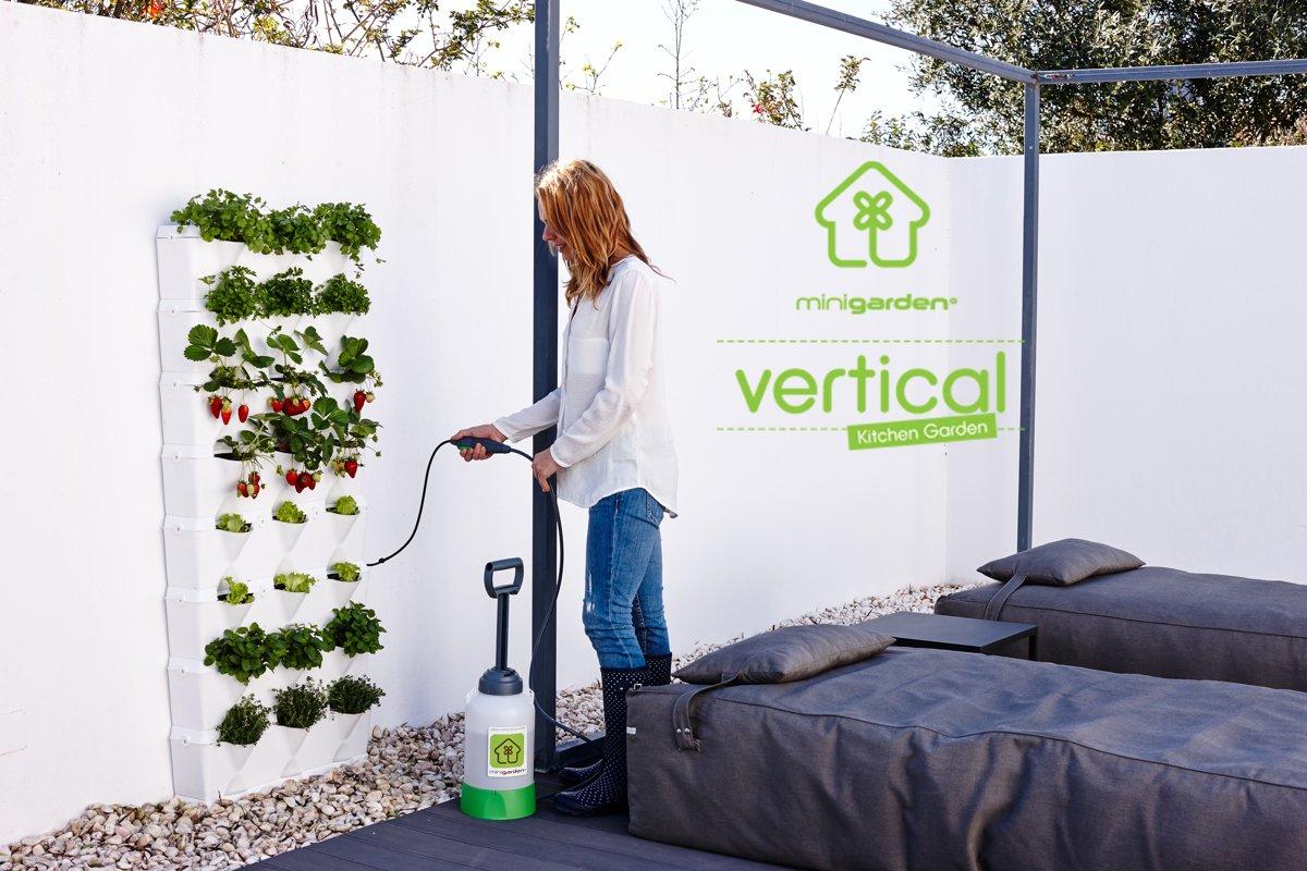 Minigarden® Kitchengarden - Basis Set Verticaal voor verticale tuin - geschikt voor max. 24 planten - ZWART (inclusief Minigarden Irrigatiekit) kopen