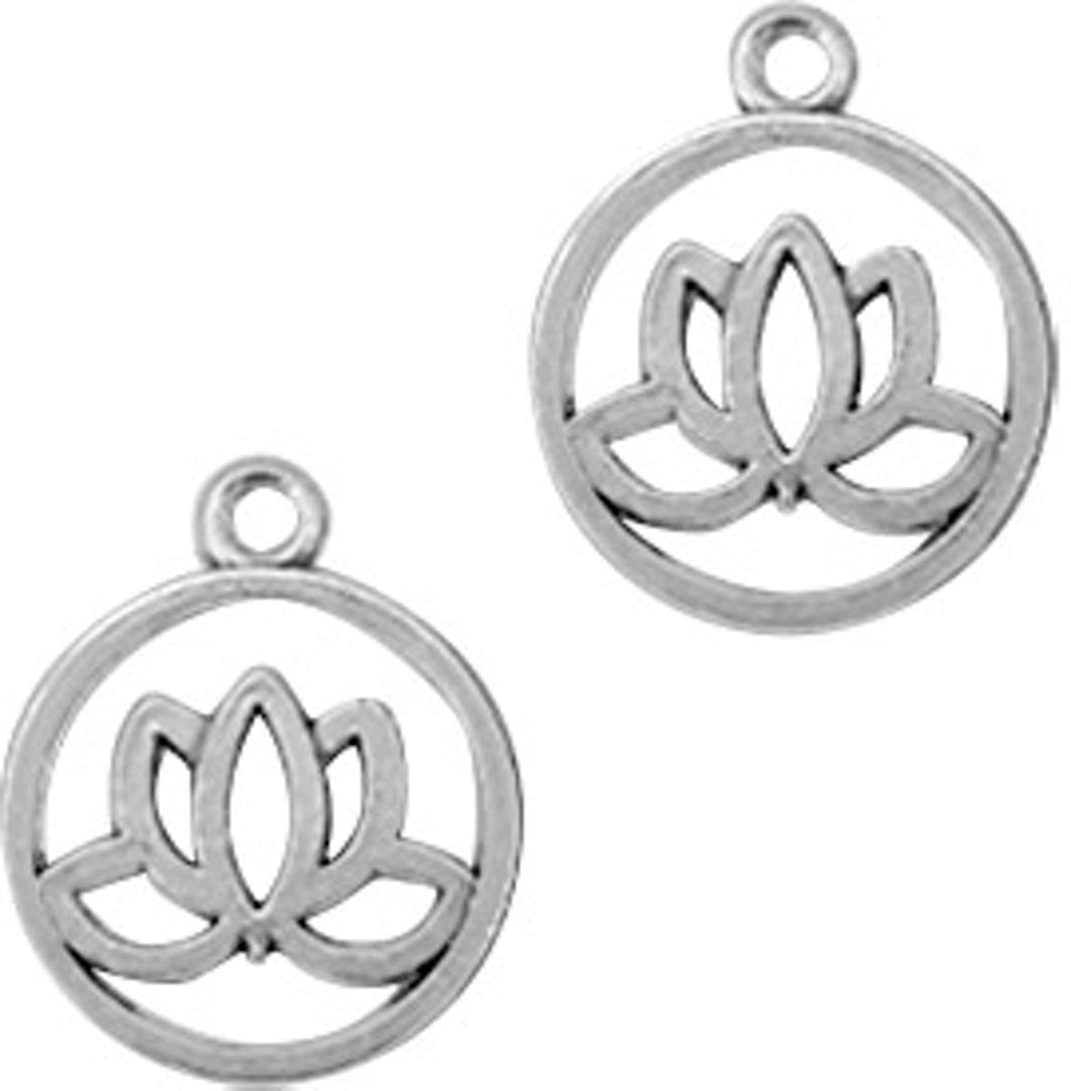 Metalen bedels lelie bloem Antiek zilver 18 stuks kopen