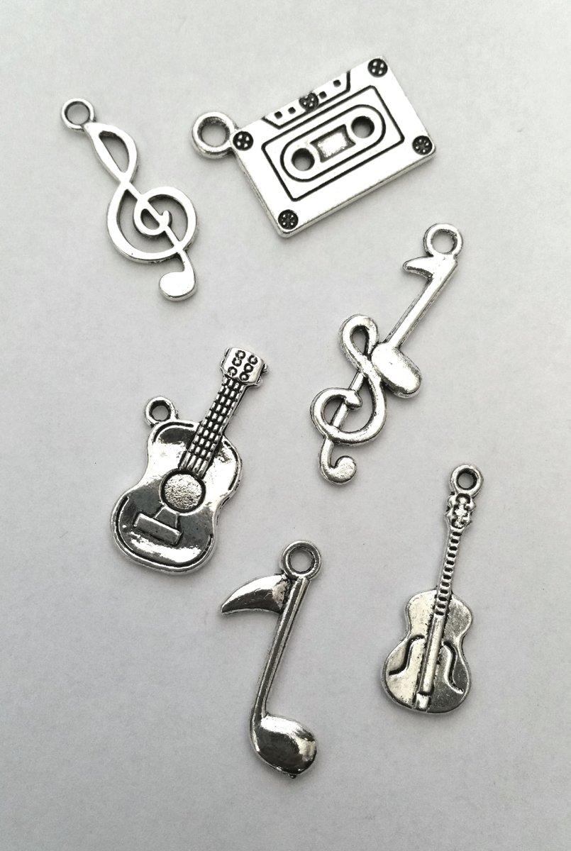 Muziek bedeltjes, instrumenten en noten 6 stuks kopen