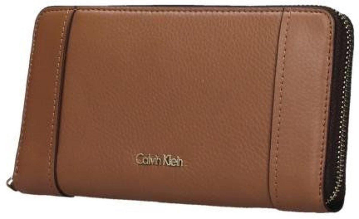 8f31034c8b9 bol.com   Calvin Klein Keyla portemonnee caramel