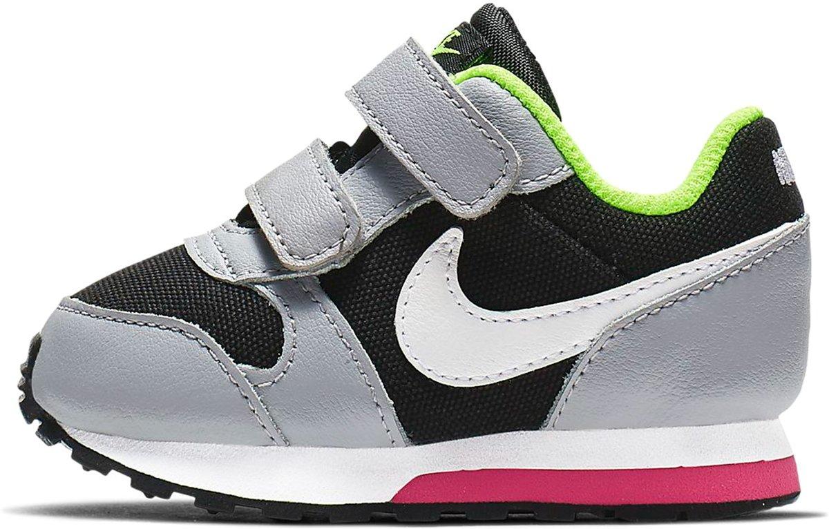 | Nike MD Runner Sneakers Maat 22 Unisex zwart