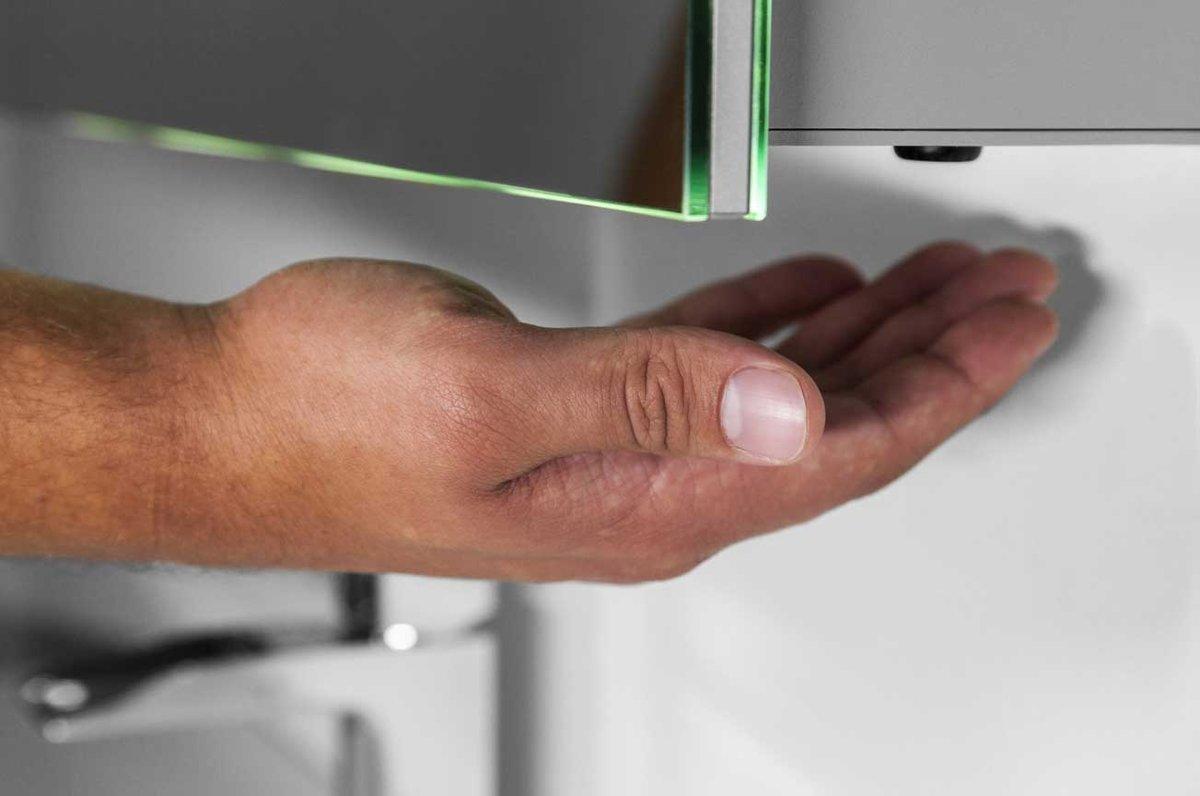 Badkamerkastje Met Verlichting : Bol badkamerspiegelkast met led verlichting verwarming en