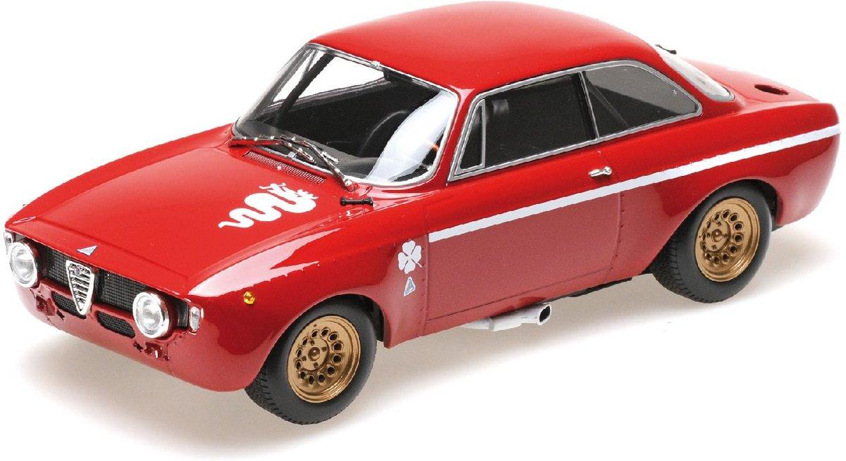 Alfa Romeo GTA 1300 Junior 1971 - 1:18 - Minichamps
