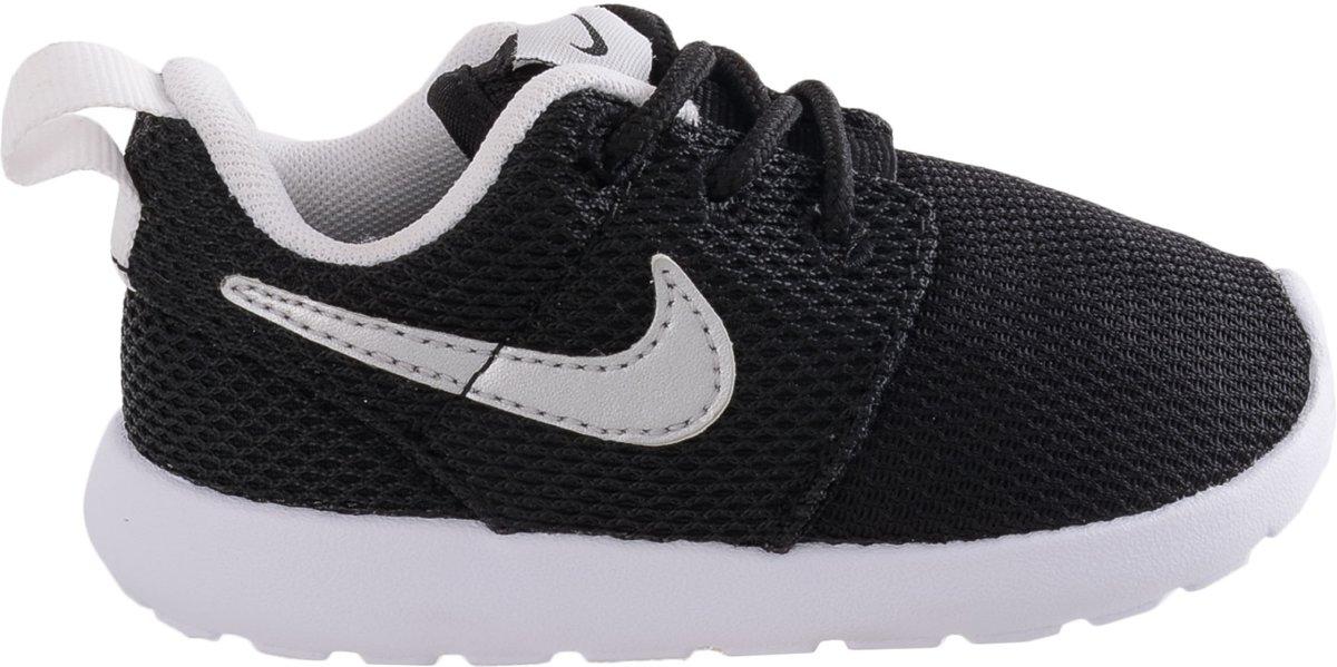 Nike Roshe Run Kids Sneakers Unisex Maat 23.5 Zwart Wit