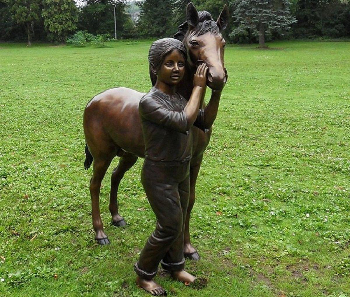 Tuinbeeld - groot bronzen beeld -  meisje met pony - Bronzartes
