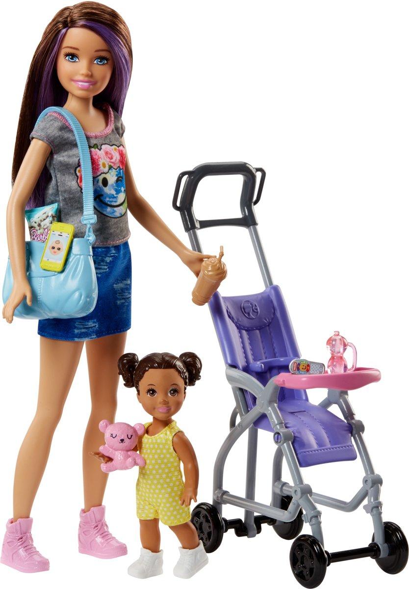 Barbie Babysitter met Wandelwagen 29 cm