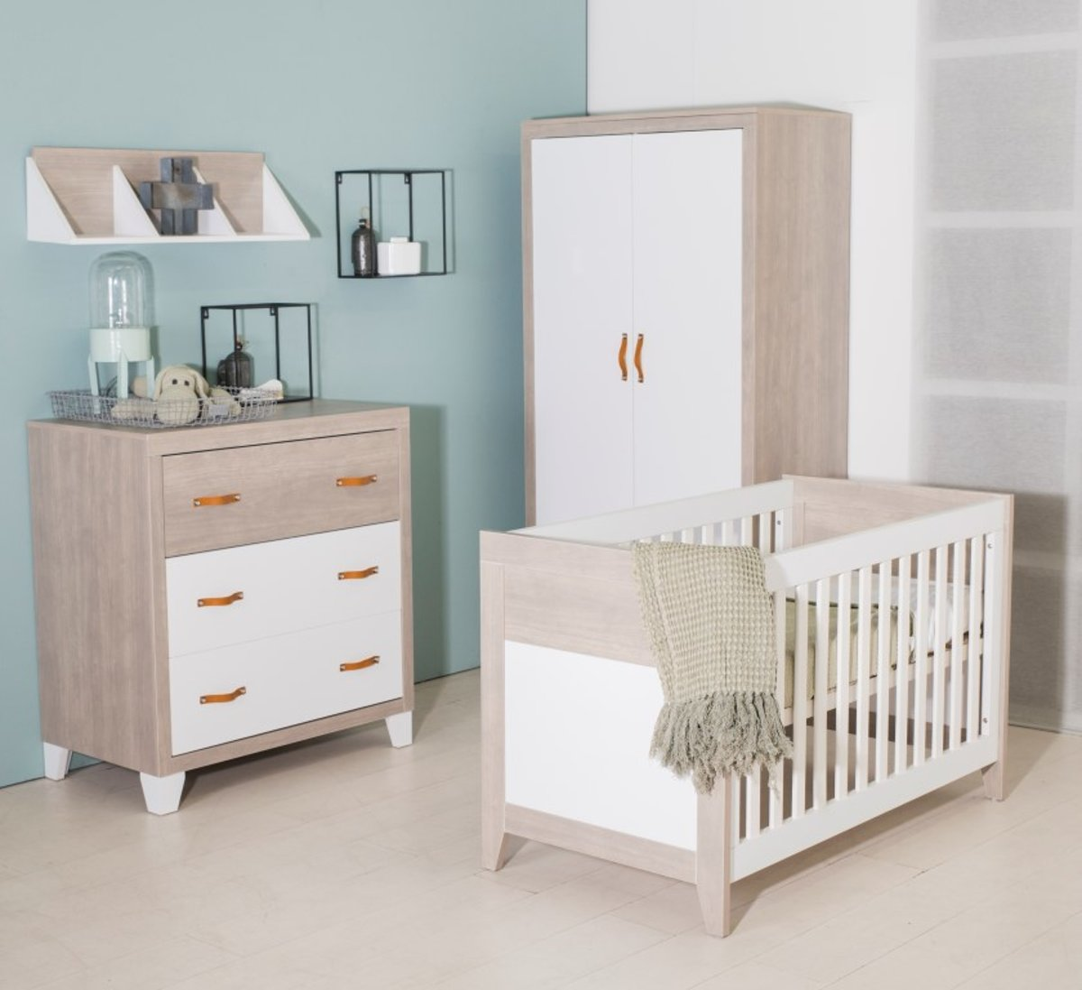 Bebies First - Babykamer Boston - 3-delige - Ledikant - Commode - Kledingkast – Wit - Grijs