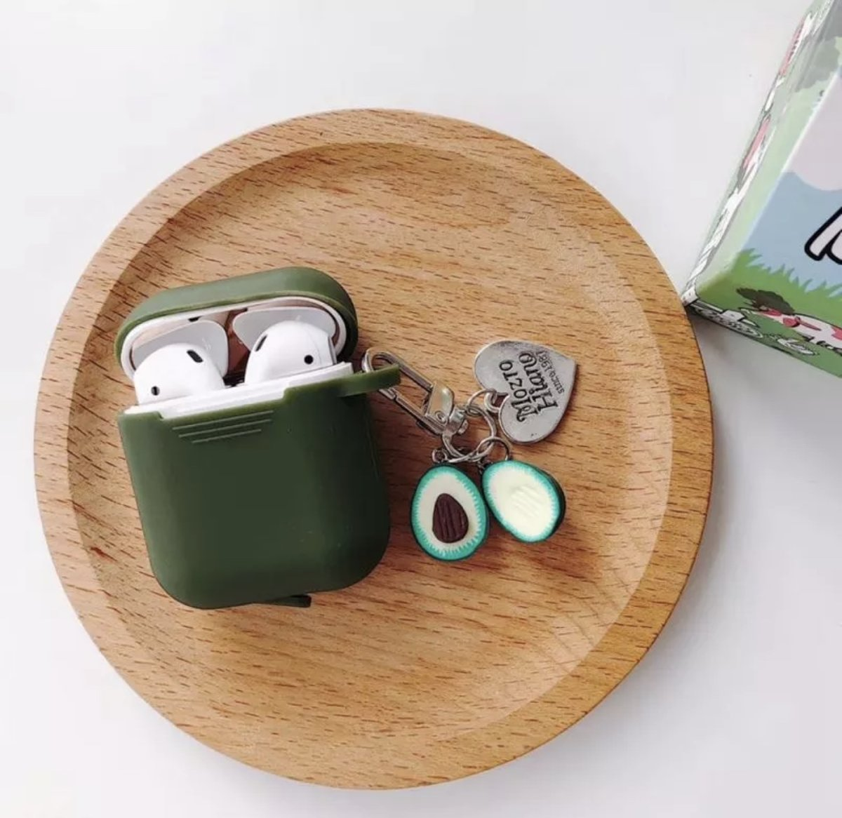 Airpods case - trendy Airpods hoesje geschikt voor Apple Airpods  - siliconen beschermhoesje - Olive green Avocado kopen